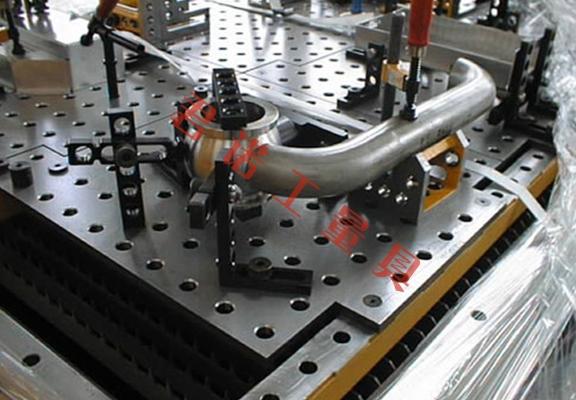 三维柔性组合焊接工装